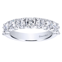 This 9 diamond asshcer cut diamond wedding band sports a sleek and stylish look with 2.34 carats of diamonds doing all the sparkling in this diamond wedding band