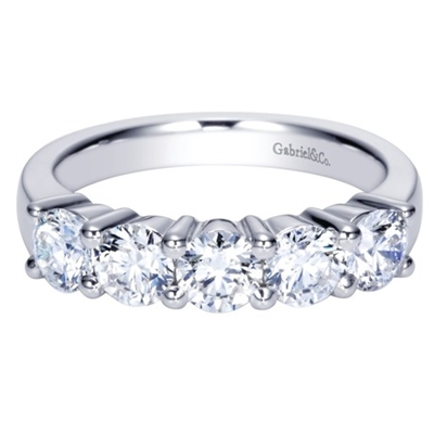 With 5 round diamonds and a total weight of 1 and a half carats of diamond shine, all set in shimmering 14k white gold in this fantastic and classic diamond wedding band.