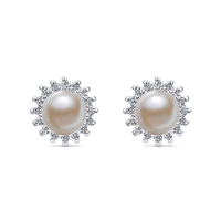 This beautiful pair of 14k white gold diamond stud earrings feature pearls and diamonds.
