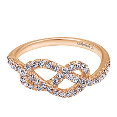 Rose gold and diamonds form a perfect combination in this stylish and trendy diamond knot ring.