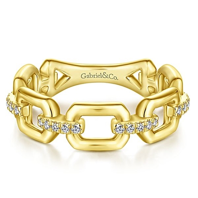This 14k yellow gold diamond link ring features 0.10 carats of diamonds.