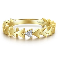 This 14k yellow gold pyramid diamond stackable ring features diamond accents.