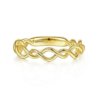 This 14k yellow gold stackable ring features a delicate weave of 14k yellow gold bands.