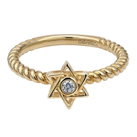 This 14k yellow gold ring features a diamond in the center of a star of david.