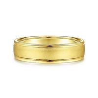 This 14k yellow gold men's wedding band is 6 mm wide with a sandblasted center section.