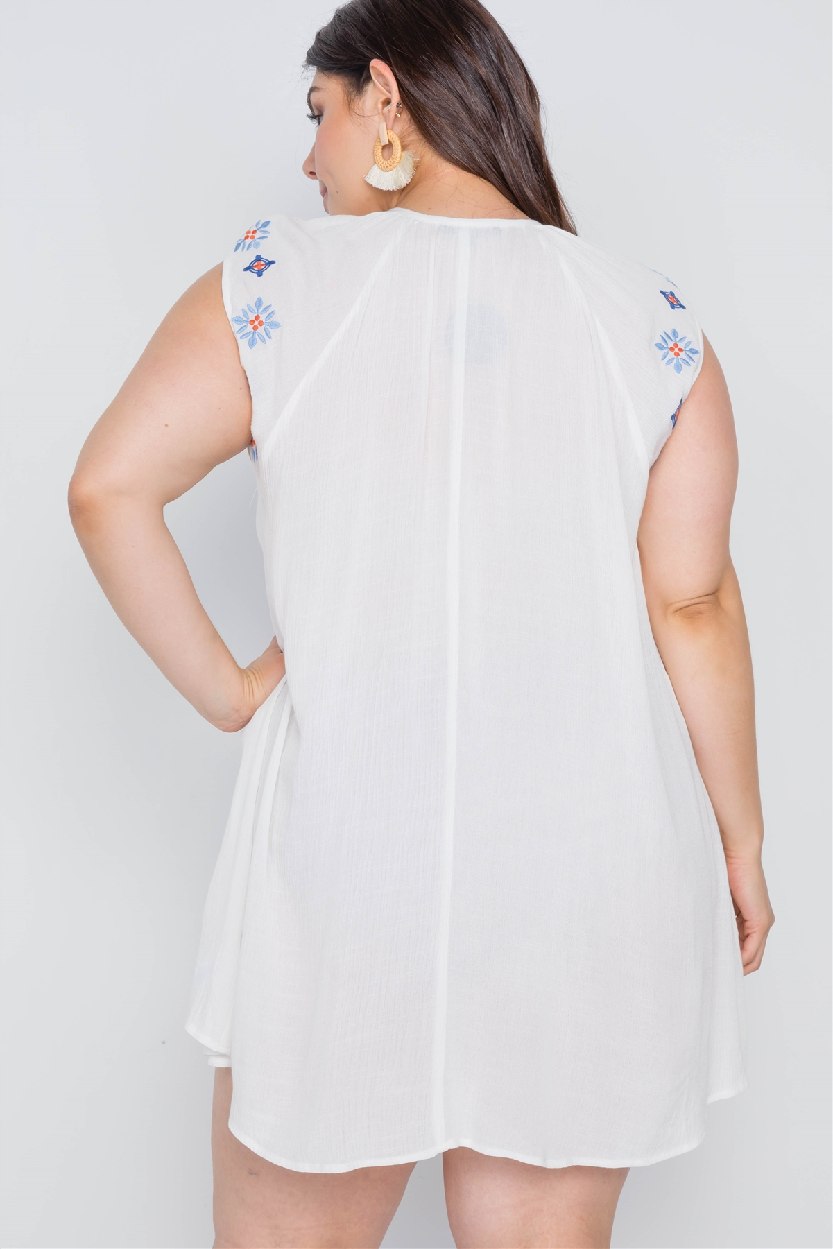 Plus Size Off White Floral Embroidery Mini Dress /2-2-2