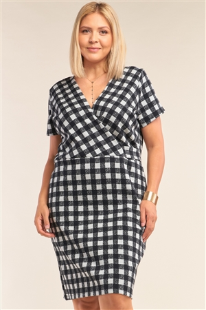 Junior Plus Size Black&White Checkered Fitted Wrap Deep Plunge V-Neck Dress/2-2-1-1