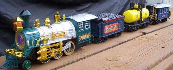 Alternative Views: - Around The Christmas Tree Train Set