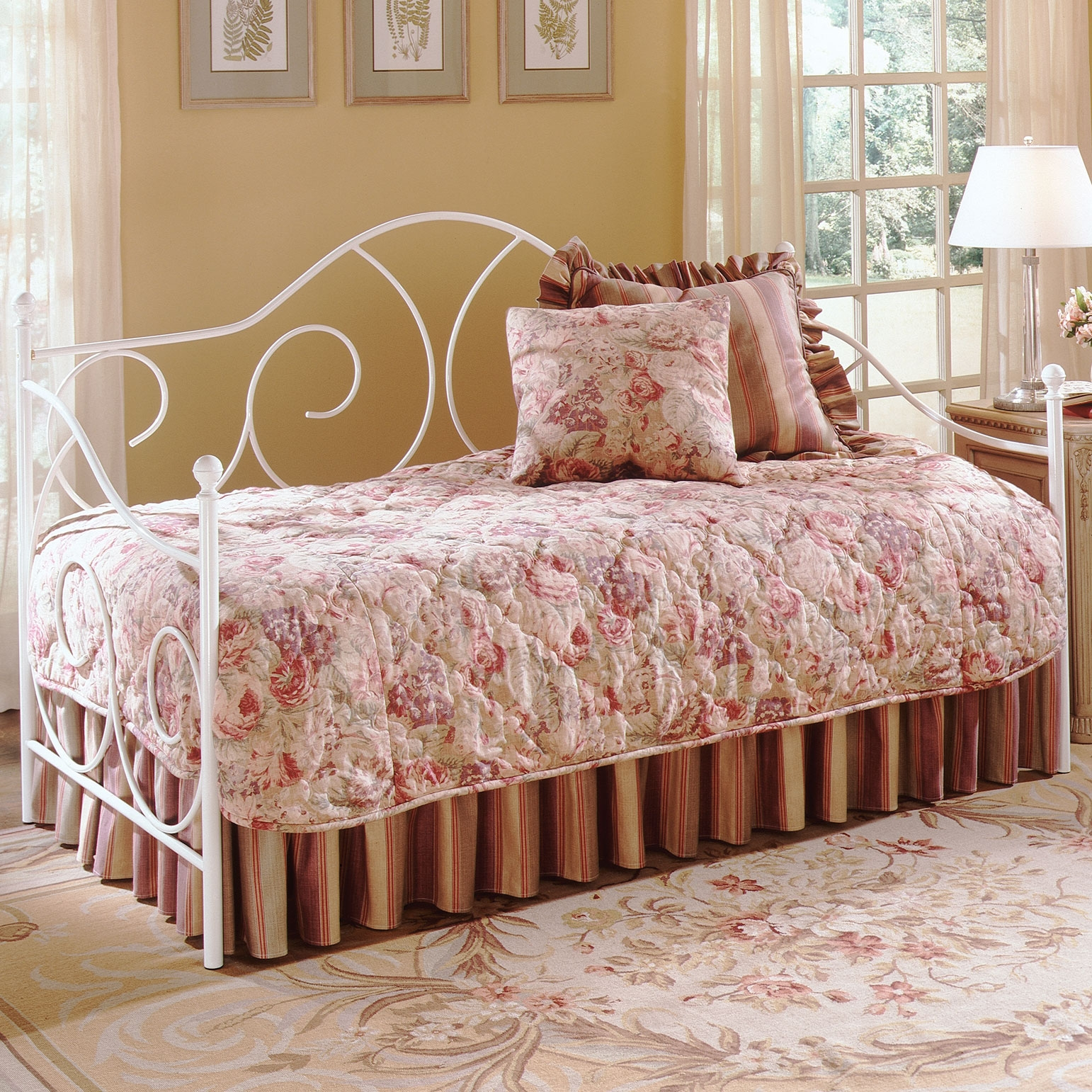 Picture of: Caroline Iron Daybed With Soft Curving Design