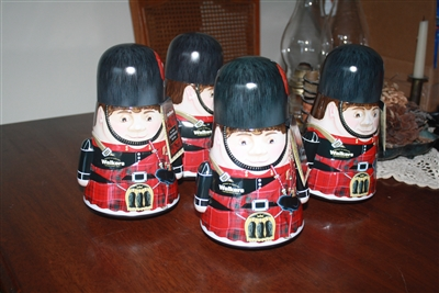 "Walker's shortbread Bagpiper ""weeble"" tin"