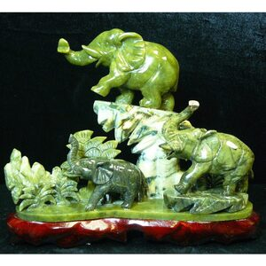 "Jade Three Elephants Mountain 12""W x 4""D x 12""H (GFT_JAD_SAJ150)"