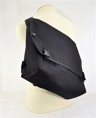 Medium Classic Messenger - Black