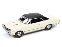1967 Chevelle SS in Capri Cream with Flat Black Vinyl Roof - Hemmings Muscle Machines AUTO WORLD 2020 RELEASE 4B