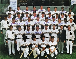 1970 MILWAUKEE BREWERS TEAM SIGNED 16X20 PHOTO W/ 31 SIGS