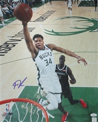 GIANNIS ANTETOKOUNMPO SIGNED 11X14 BUCKS PHOTO #18 - JSA