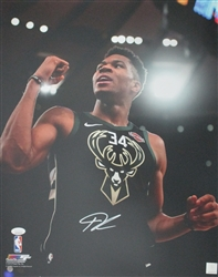 GIANNIS ANTETOKOUNMPO SIGNED 16X20 BUCKS PHOTO #19 - JSA