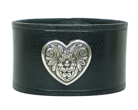 "Heart Medallion 1 1/2"" Wide Leather Cuff / BLACK"
