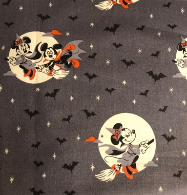 Halloween - Mickey and Minnie Spooky Flight Pleated Style Face Mask