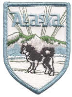 1058 - Alaska husky shield souvenir embroidered patch, AK