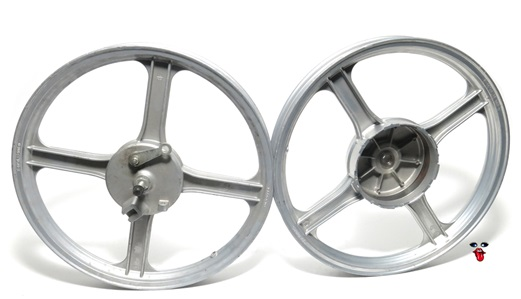 "NOS vespa 16"" mag wheel set - 4 star silver"