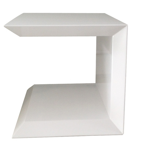 The Marini side table in white lacquer is sold at discounted price due to damage