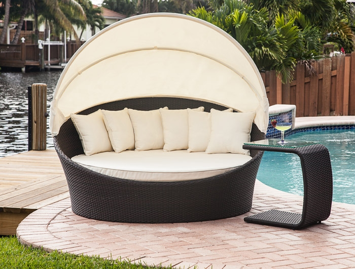 relax in style with this fabulous outdoor sun lounger with built in sun  canopy