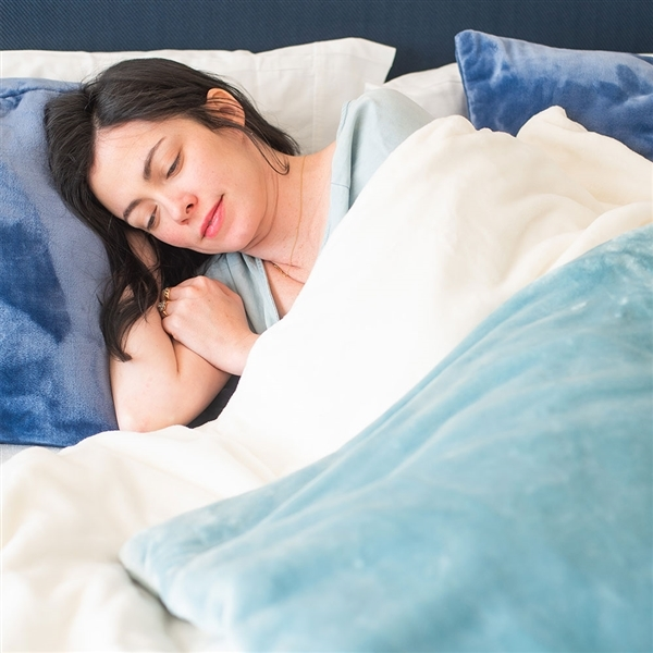 Softest weighted blankets made in America, from luxury bedding Luster Loft fleece.