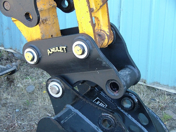Amulet Excavator Mini-Hitch Coupler for 3-5 Ton Machine Class