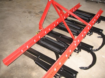 This Fred Cain Cultivator has 19 shanks, category II 3 point hitch and heavy duty frame