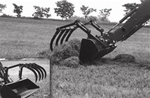 Round bucket with optional hay grapple use as a standard bucket or as a hay grapple