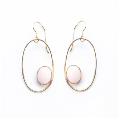 Oval hoop earrings in 14k gold filled and pink opal