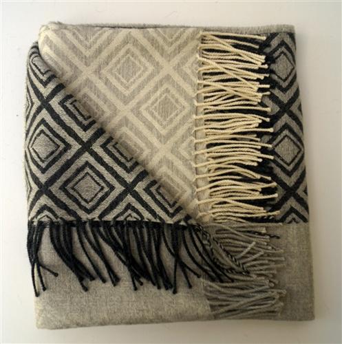 No Chemical Dyes Herringbone /& Diamond Throw 100/% Baby Alpaca Throw Blanket