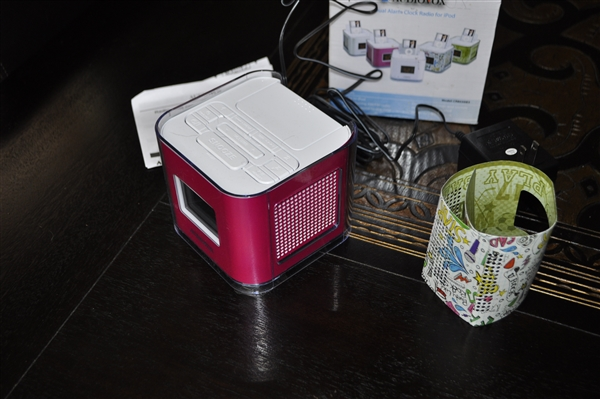 ipod dock and dual radio and clock rh likethatbea com Onn Clock Radio Manual audiovox under cabinet cd clock radio manual