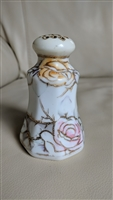 Rose decorated shaker in embossed porcelain design