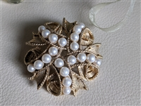 Elegant entangled ribbons faux pearls brooch satin