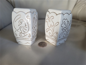 Salt and pepper shakers in embossed porcelain