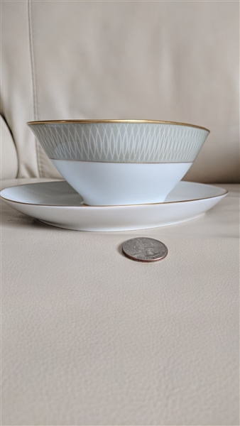 Rosenthal Bettina 3339 gravy boat in green design with ovals and gold  gilded accents