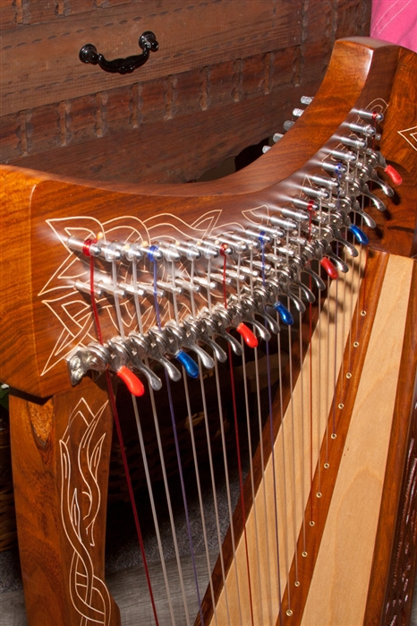 Roosebeck Pixie Harp, 19 Strings, Chelby Levers