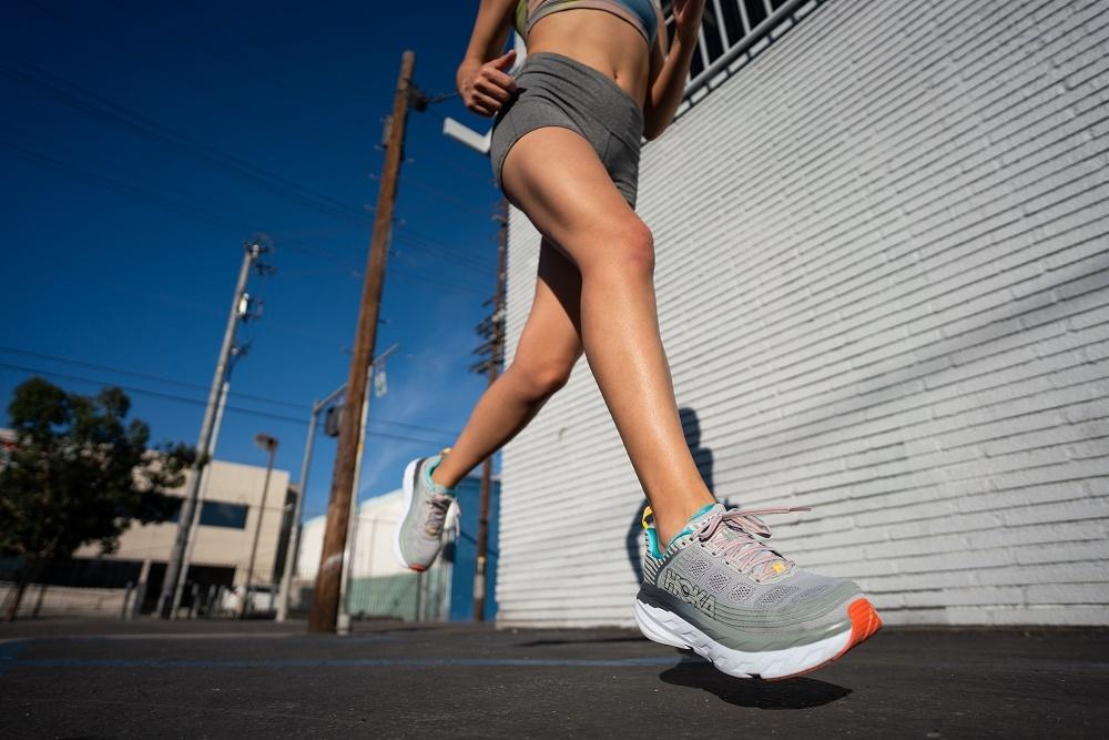 HOKA ONE ONE Womens Bondi 6 Running Shoes