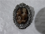 Disney Trading  125375 Haunted Mansion Cameo Mystery Collection - The Couple only