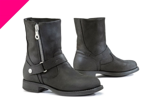 The ADV Ladies Road boots are designed for a mix of street and city roads. The multi-flex sole allows for comfortable walking when off the bike.