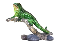 Green gecko on branch ornament