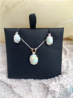 Opal Diamond Set