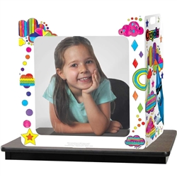 The new Crayola™ Carry-With-Me Desk Shield lets you send your child to school with an extra layer of protection! It features a two-sided design with built-in hand slots that make the desk shield easy to carry between classrooms.