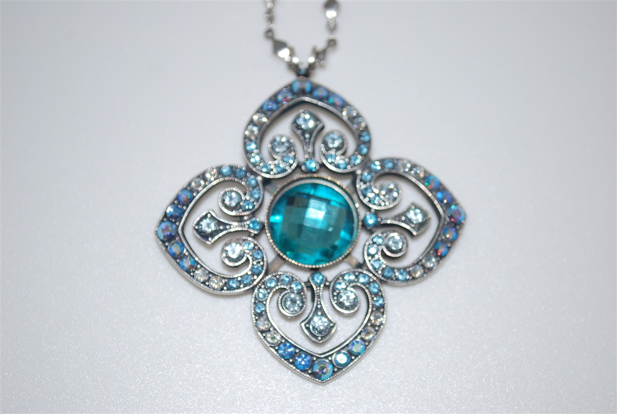 91b4e8ae8 Mariana Clover Pendant with Swarovski Crystals from the Italian Ice  Collection and .925 Silver Plating