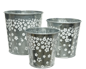 Set Of 3 Zinc Silver Planters With Flower Design- Assorted Sized Set- 14cm