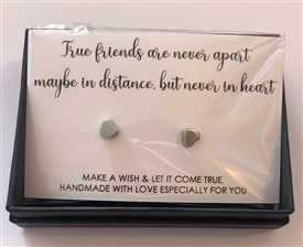 Set Of 2 Heart Earrings True Friends