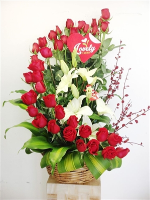 36 ROSES IN A VASE WITH LILIES