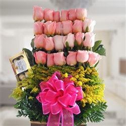 Beautiful pink roses arrangement