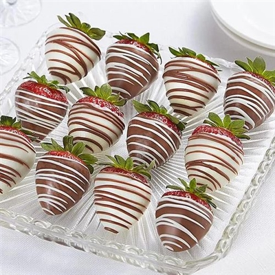 12 WHITE AND DARK CHOCOLATE STRAWBERRIES